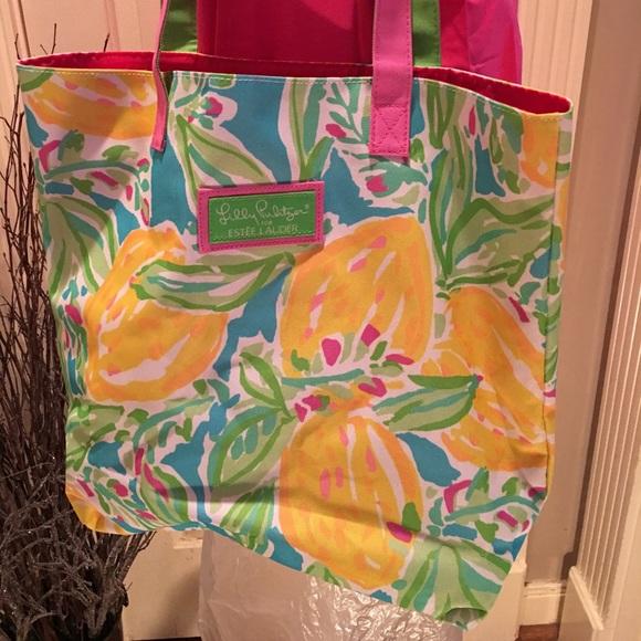 Lilly Pulitzer Handbags - New Lily Pulitzer for Estée Lauder tote bag